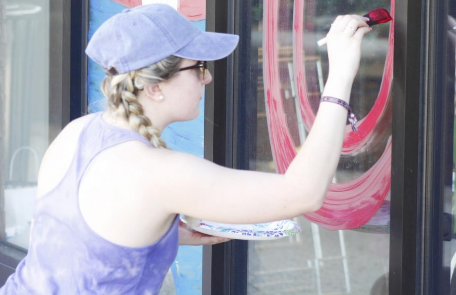 Students+painted+the+windows+of+various+organizations+in+Hammond+to+show+lion+pride.+
