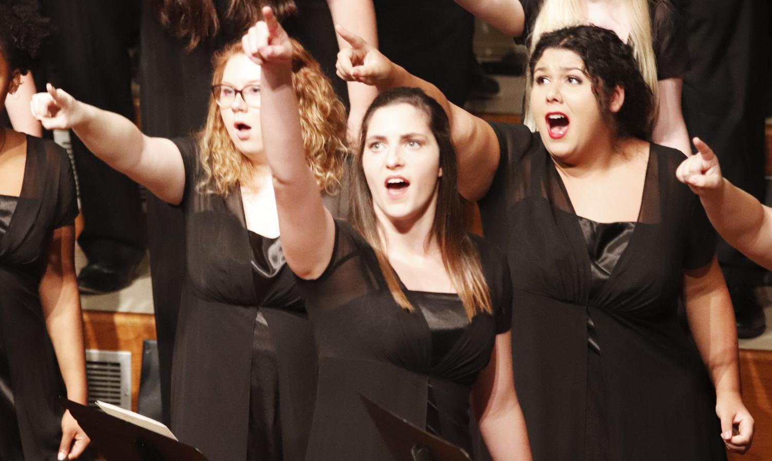 The university Chorus, Bella Voce and the Concert Choir joined the Northshore Choral Society in performing the concert