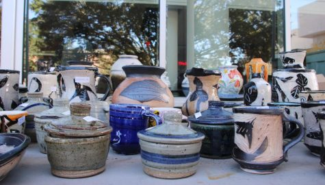 Club sells ceramics for the holiday season