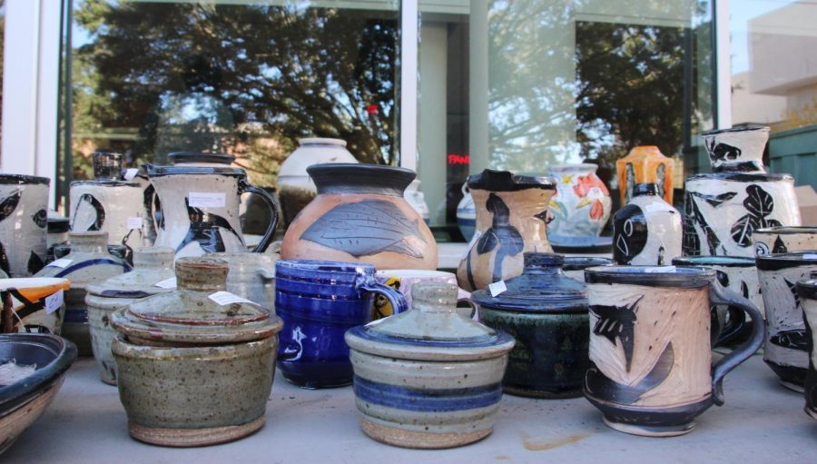 The+Southeastern+Ceramics+Club+held+a+Christmas+sale+outside+the+War+Memorial+Student+Union+on+Nov.+26-27+from+9+a.m.+to+2+p.m.