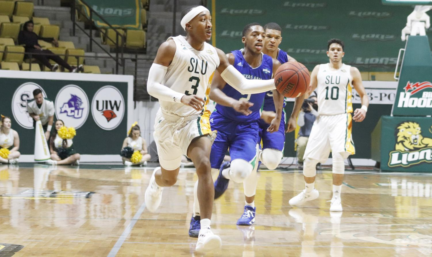 2018 Alumnus Joshua Filmore runs a break against Texas A&M Corpus Christi.