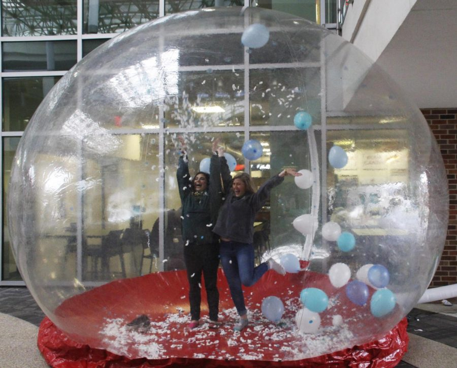 The+Campus+Activities+Board+set+up+an+inflatable+snow+globe+for+people+to+take+pictures+in+at+%22Snow+Good+to+See+You+Again%21%22+in+the+Student+Union+Breezeway.+The+kickoff+to+the+spring+semester+also+included+games%2C+prizes%2C+cookies+and+hot+chocolate.