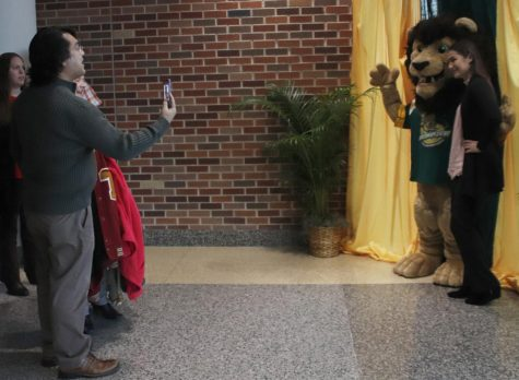 Administration showcases the university to young scholars