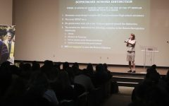 Freshmen honor students meet for advising