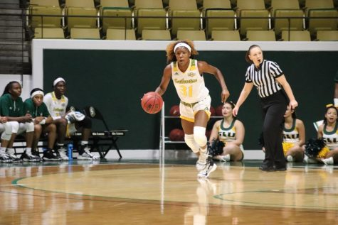 Freshman guard Alexius Horne brings the ball down the court in Southeastern's 89-67 victory over LSUA.