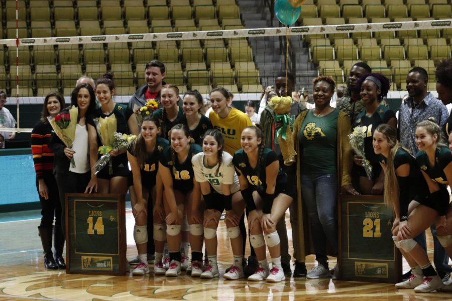 The+volleyball+team+takes+a+picture+with+seniors+Jo+Simovic+and+Jodi+Edo.+The+Lady+Lions+next+matchup+will+be+against+Sam+Houston+State+on+Nov.+22+in+Conway%2C+Ark.+