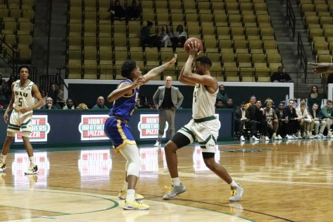Junior forward Maxwell Starwood prepares to make a pass during the men's basketball game on Jan. 22. Starwood scored a career-high 17 points, earning the most points for the Lions during the game.