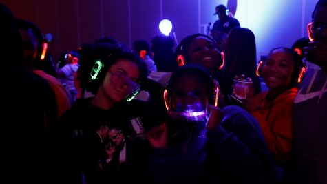 Students kick off spring semester with silent disco night