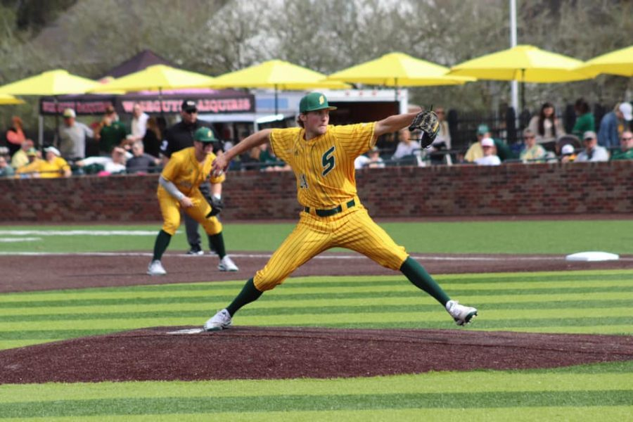 Senior pitcher Justin Simanek gave up six runs in 3.2 innings pitched on Sunday against the Jacksonville Dolphins. SImanek is now 0-2 on the 2020 season.