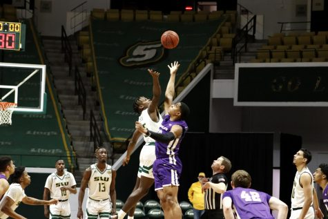 University basketball takes loss against Abilene Christian