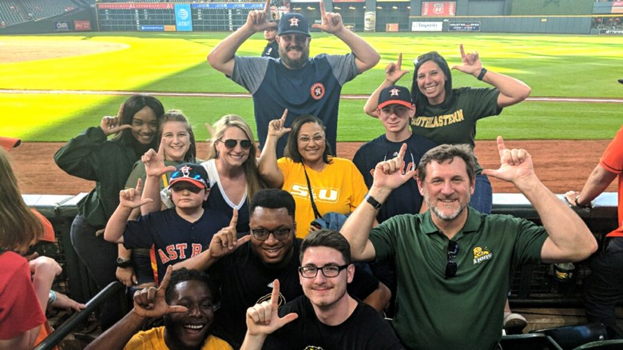 Members+of+the+sport+management++program+pose+for+a+picture+while+on+a+field+trip+a+Houston+Astros+baseball+game.