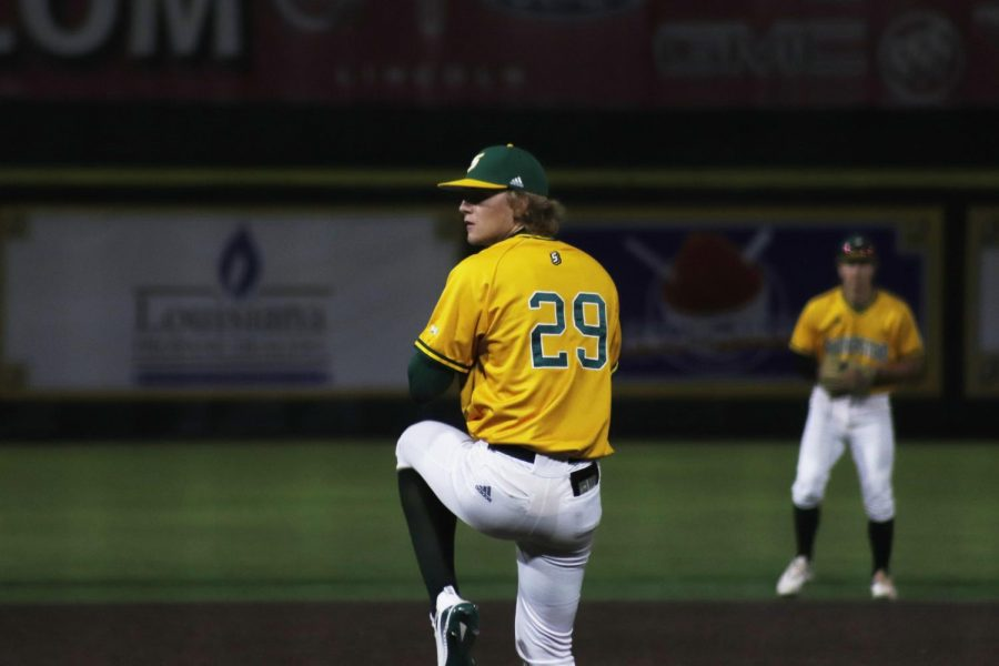 Freshman+pitcher+Will+Kinzeler+pitched+6.2+innings+in+the+6-1+victory+against+Tulane+University+on+Wednesday+night.+