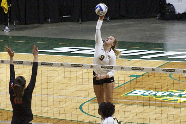 Volleyball faced with yet another defeat in losing streak