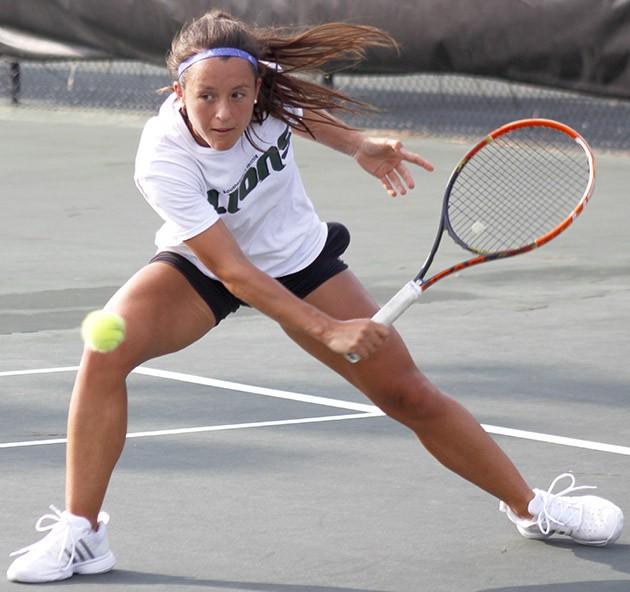 Tennis impresses in UWF Fall Fling