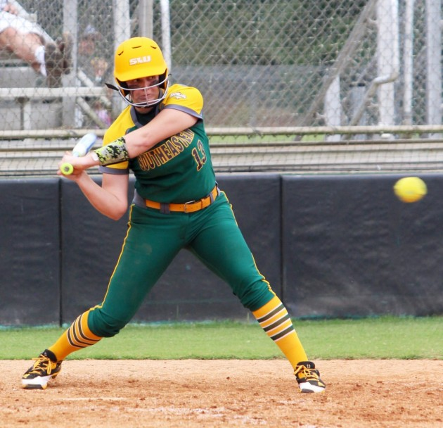Softball finishes fall schedule undefeated