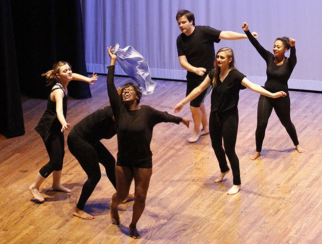 Dancers present impromtu show