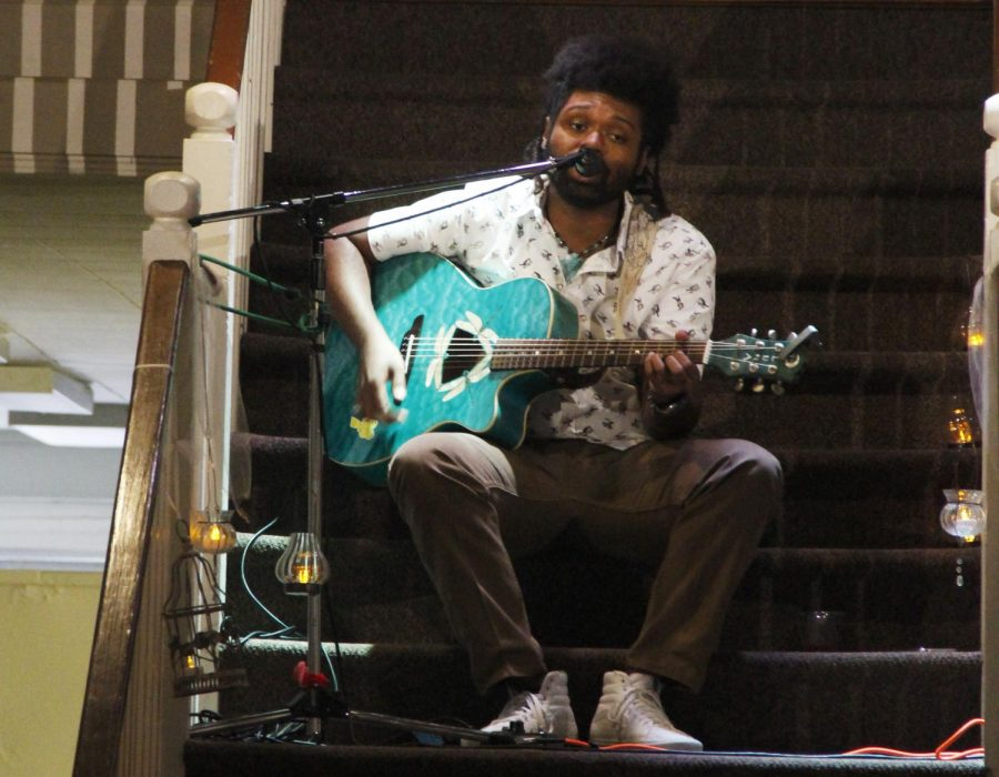 Ameal+Cameron%2C+an+alumnus%2C+publicized+his+new+album+through+his+performance+at+the+Hammond+Regional+Arts+Center.