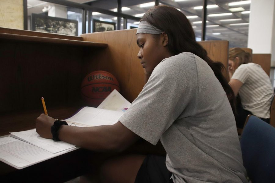 For+Ashailee+Brailey%2C+a+senior+general+studies+major%2C+the+daily+life+of+a+student-athlete+requires+both+constant+basketball+practice+and+studying.+