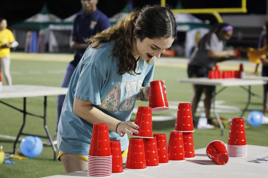 Students+competed+in+60-second+challenges+and+cheered+on+their+teams+for+%22Minute+to+Win+It%22+in+Strawberry+Stadium.+
