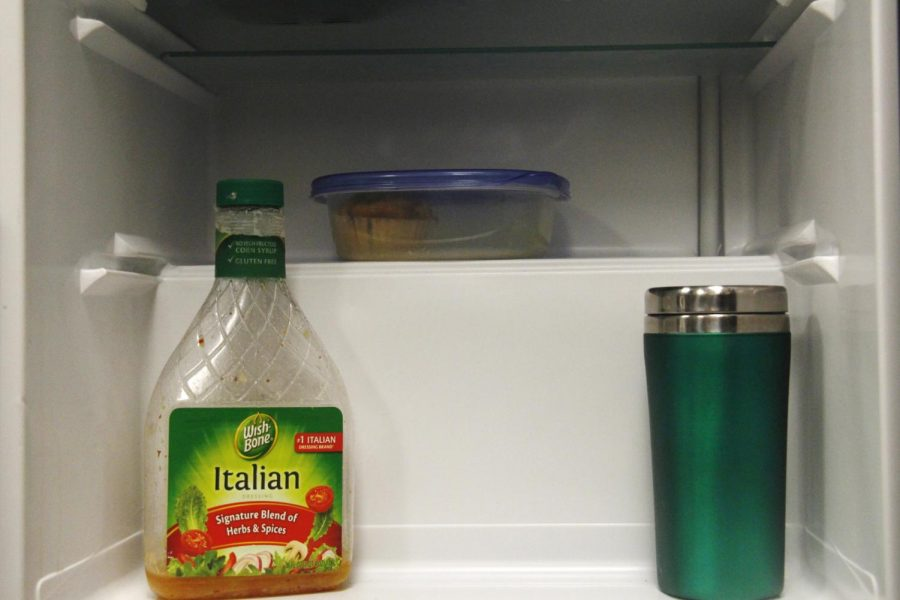Meals can be kept fresh and ready for the week by storing them in the refrigerator.
