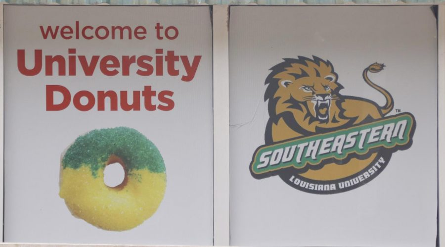 Less+than+a+mile+from+campus%2C+University+Donuts+promotes+school+spirit+though+the+building%E2%80%99s+external+appearance.+