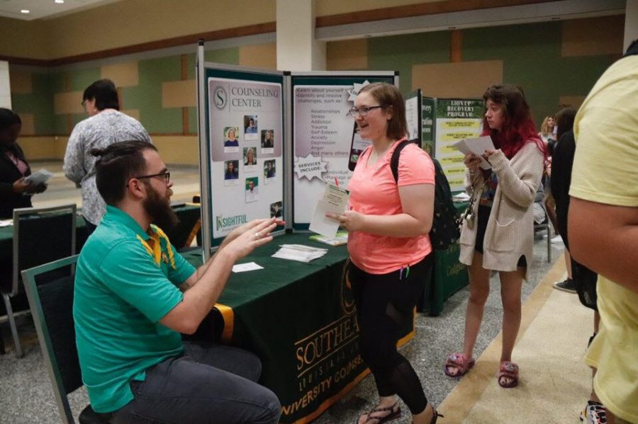 A freshman talks to a representative from the University Counseling Center during the seminar. With over 100 organizations on campus, attendees at