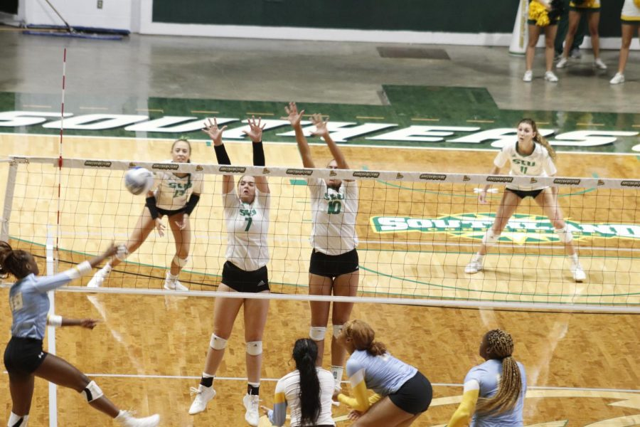 Baylee+Laskoskie%2C+a+freshman+setter%2C+and+Sam+Gomez%2C+a+junior+middle+blocker%2C+defend+a+hit+over+the+net+in+Tuesday+night%27s+3-0+victory+over+Southern+University+of+New+Orleans.