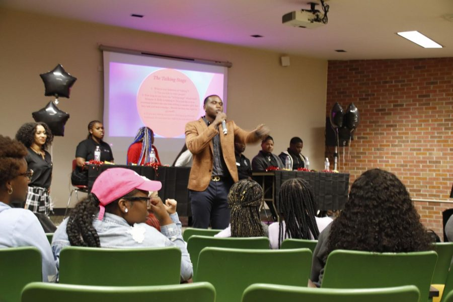 NAACP+hosts+a+panel+that+discusses+relationships
