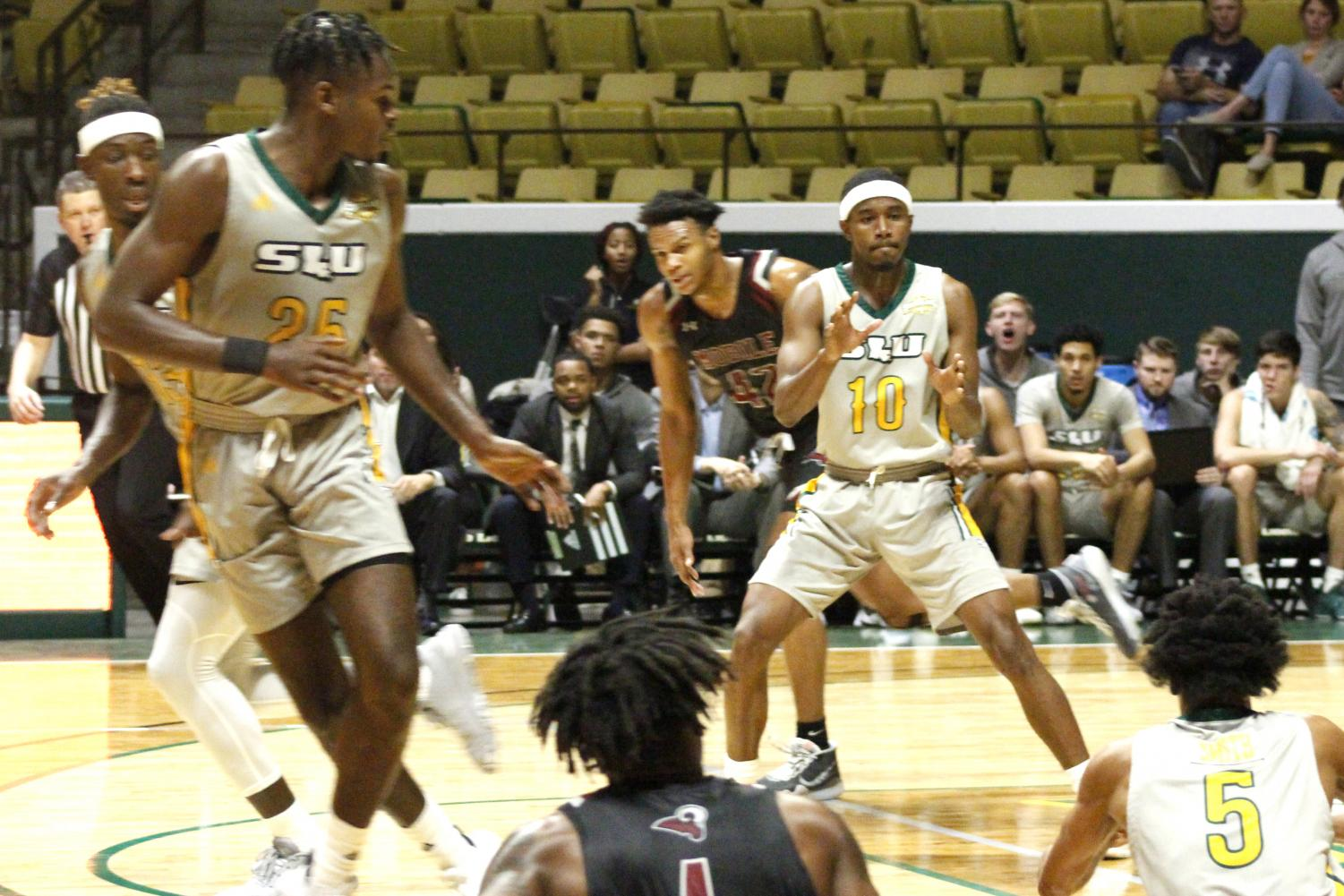 Senior guard Von Julien gets ready to catch a pass from freshman guard Byron Smith. With the 65-58 victory the Lions improved to 2-2 on the regular season. Southeastern's next game will be on the road against the University of Tulsa on Nov. 20.