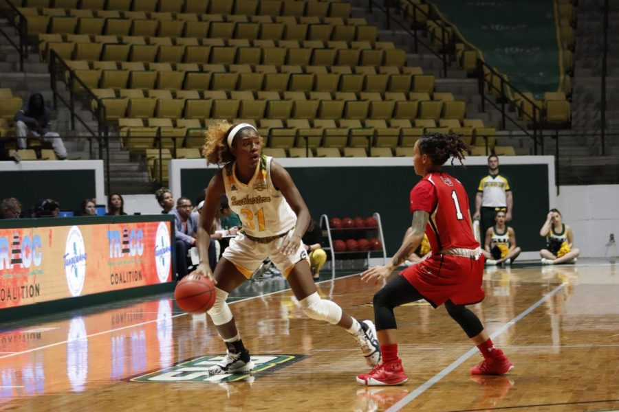 Freshman+guard+Alexius+Horne+brings+the+ball+down+court+against+Lamar+University.+Horne+finished+with+13+points%2C+one+rebound+and+one+assist.+