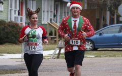 Community participates in holiday-themed race