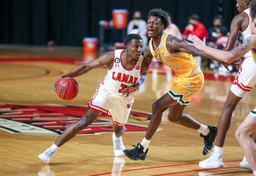 Freshman guard, Jamon Kemp is the son of former NBA All-Star Shawn Kemp. Jamon is a native of Seattle where his father played for the Seattle SuperSonics.